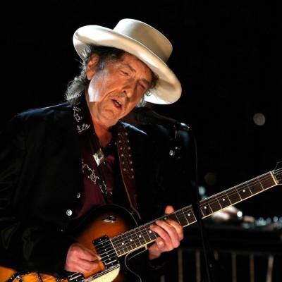 دانلود باب دیلن حراج گیتار ۴۰۰ هزار دلاری باب دیلن