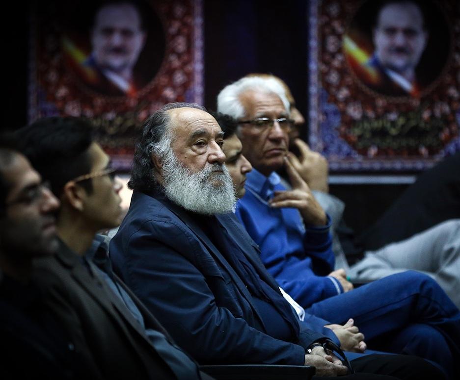 دانلود علی داودیان حضور هنرمندان در مراسم ترحیم دکتر علی داودیان