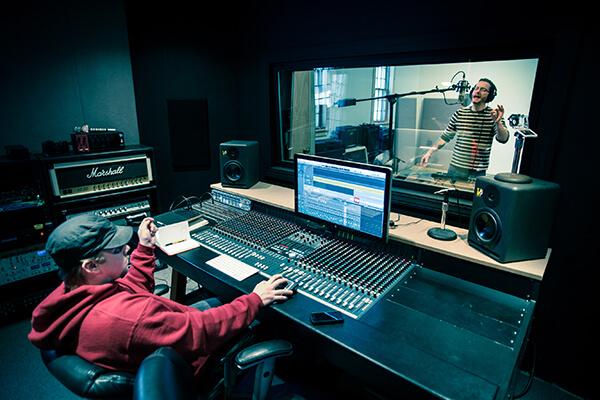 دانلود صداهای دستگاهی استفاده بیش از حد تجهیزات مدرن موسیقی