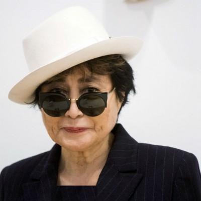 دانلود یوکو اونو دزدیدن قطعه سنگ ۱۲ هزار پوندی از اثر یوکو اونو موزیسین ژاپنی امریکایی