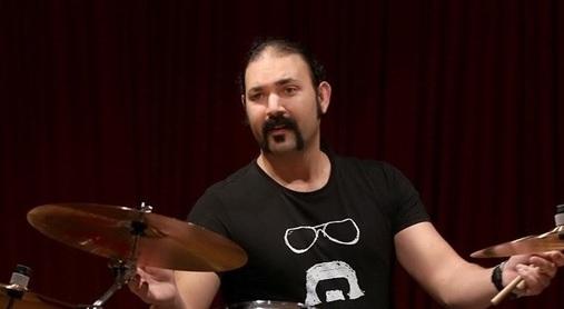 دانلود آشور ظفرمرادیان انتقاد آشور ظفرمرادیان عضو ارکستر مازیار فلاحی از تهیه کنندگان