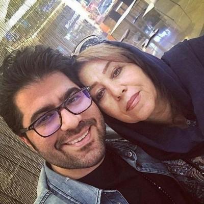 دانلود  حامد همایون  سلفی حامد همایون با مادرش
