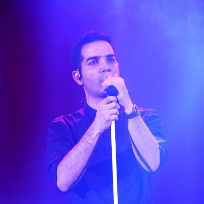 دانلود محسن یگانه نگاهی به کنسرت محسن یگانه در سالن میلاد