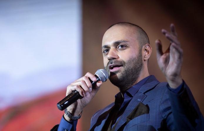 دانلود حامی نگاهی به اجرای تازه ترین کنسرت حامی در تهران