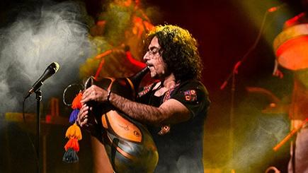 دانلود محسن شریفیان نگاهی به اجرای محسن شریفیان در تالار وحدت